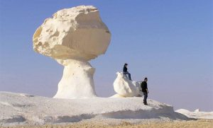 Natural-sand-sculptures-in-Egypts-White-Desert-300x181 Wind Art