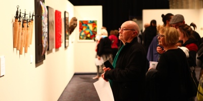 400x200-Visitors-view-Rotorua-Museum-Art-Awards-2017 Home